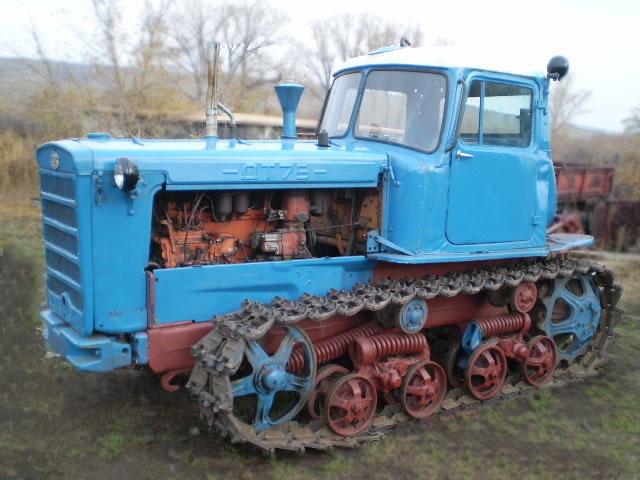 """ДТ-75 """"Казахстан"""" стекло боковое"""